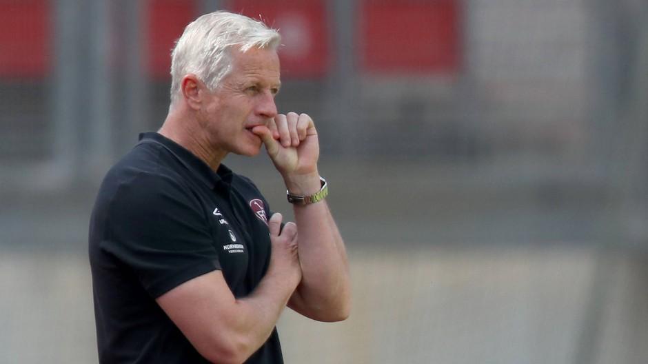 Entlassen vor der Relegation: Trainer Jens Keller muss nicht mehr Fingernägel kauen.