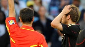 Aus bei der WM 2010: Wegen einer Gelbsperre fehlt er im Halbfinale gegen Spanien