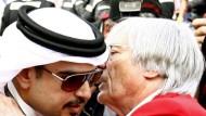 Im Sport stoßen Kulturen aufeinander: Zum Beispiel Bernie Ecclestone (r)und Bahreins Kronprinz Scheich Salman bin Hamad