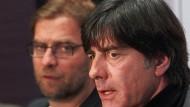 Jürgen Klopp (links) möchte nicht Nachfolger von Joachim Löw werden (Bild von 2013)