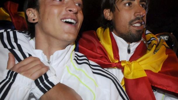 Khedira/Özil auf den Spuren von Netzer/Breitner