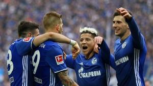 Schalke vertagt Bayerns Meisterparty