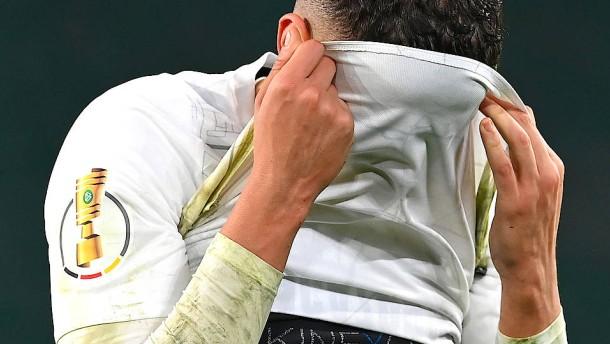 Den verzweifelten Schalkern kommen die Tränen