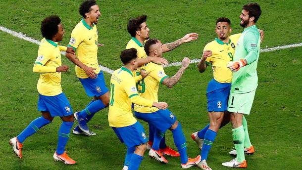 Brasilien gewinnt Elfmeter-Drama