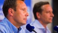 """Der Neue """"auf"""" Schalke: Trainer Andre Breitenreiter (links) mit Manager Horst Heldt"""