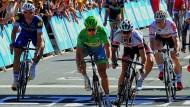 Auf in den Endspurt: Marcel Kittel (links) und André Greipel (r.) wollen Peter Sagan (Mitte) herausfordern