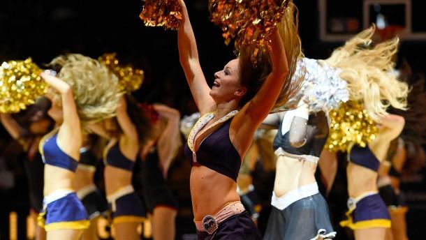 Alba verzichtet auf Cheerleader