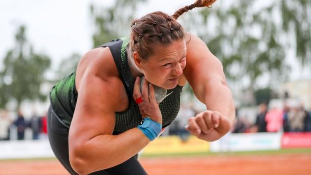 Eine Sportlerin mit Bärenkräften