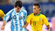 Lionel Messi (links) und Neymar spielten mit Argentinien und Brasilian 2010 in Qatar