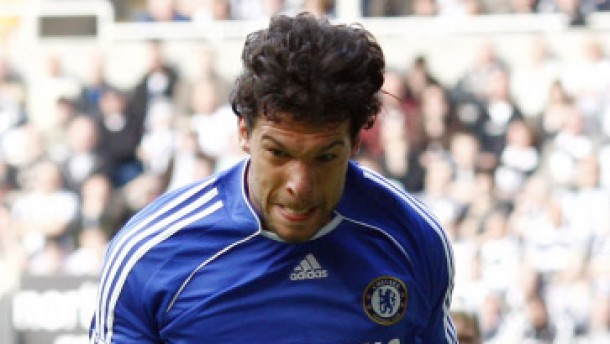 Ballack trifft - Chelsea mit Manchester gleichauf