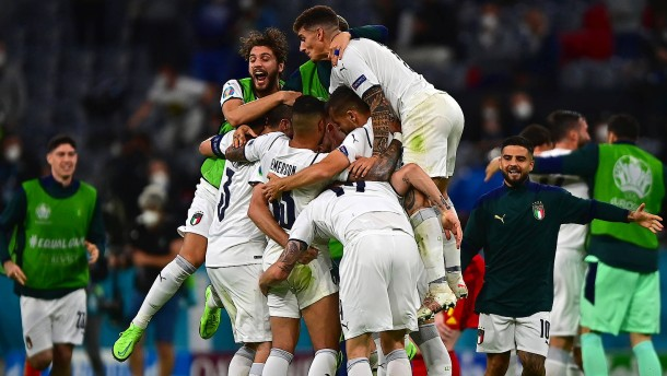 "Italien feiert nach ""magischer Nacht"""
