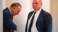 Emotionale Attacken: Karl-Heinz Rummenigge und Uli Hoeneß stellen sich vor den FC Bayern.