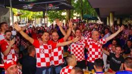 Kroatische Fans feiern auf deutschen Straßen
