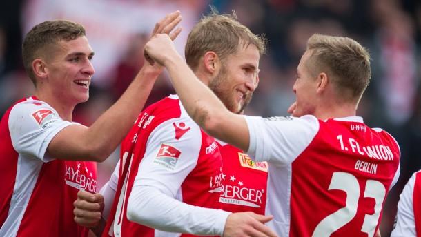 Union bleibt HSV und Köln auf den Fersen