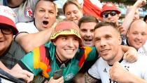 Nicht nur Lukas Podolski hatte beim deutschen 3:0-Sieg in Lille Spaß.