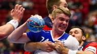 Nicht nur auf dem Parkett geht es hart zu Sache: Die Handball-EM belastet Spieler wie die Norweger Petter Overby (links) und Christian O'Sullivan (rechts) sowie den Isländer Haukur Thrastarson besonders stark.