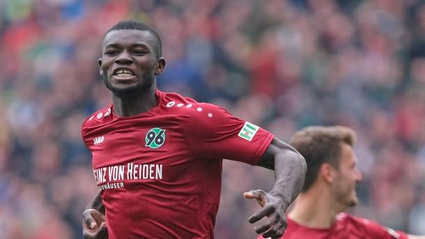 Hannover verabschiedet sich mit einem Sieg