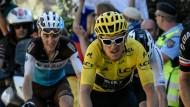 Verfolger im Nacken: Geraint Thomas fährt in Gelb vor seinem vermeintlichen Anführer Chris Froome und Tom Dumoulin