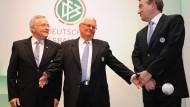 Lauter Ehemalige: Generalsekretär Schmidt sowie die Präsidenten Zwanziger und Niersbach (von links nach rechts).
