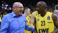 Erfolgreich und glücklich in Oldenburg: Trainer Mladen Drijencic (links, daneben Spieler Rickey Paulding)