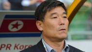 Nordkoreas Fußball-Nationaltrainer Tong-Sop Jo: Sicher wird keiner damit glücklich sein