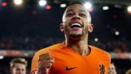 Oranje strahlt wieder mit dem Flutlicht um die Wette zum Ende des Fußballjahres 2018.