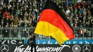 So ähnlich soll es auch im Sommer 2021 sein: Fans bei einem Spiel der deutschen Nationalmannschaft in München (hier 2016)
