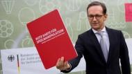 Bundesjustizminister Heiko Maas zeigt Spielmanipulation die Rote Karte