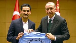 Gündogan erklärt, wie es zum Erdogan-Foto kam