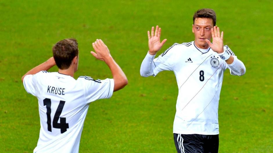 Das könnte sich lohnen: Mesut Özil und Co. bekämen in Brasilien für den WM-Titel 300.000 Euro