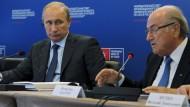 Freuen sich auf neue Sponsoren: Fifa-Präsident Blatter, WM-Gastgeber Putin (l.)