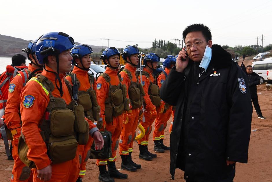 Die Suche wird koordiniert: Rettungskräfte vor Ort in Baiyin