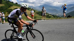 Oldtimer gewinnt erste Pyrenäen-Etappe