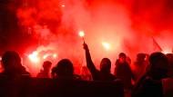 Taten ihre Meinung nicht nur friedlich kund: Vermummte protestieren in Wien gegen den Akademikerball