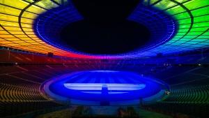Kunterbunte Fußballstadien