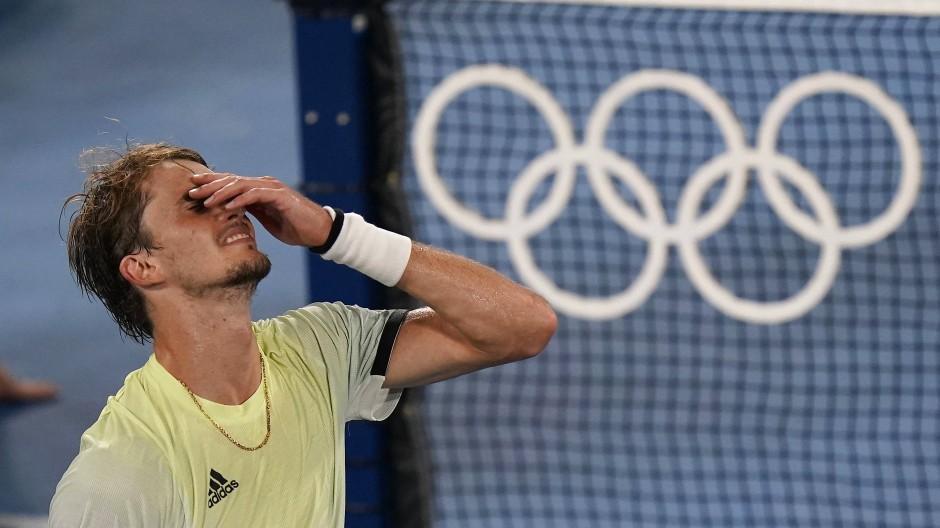 Kann es kaum glauben: Alexander Zverev steht im Endspiel um Olympia-Gold.