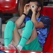 Ja, wo spielen sie denn? Gareth Bale beobachtet die Kollegen provozierend.