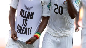 Allah is great! Mubarak Wakaso aus Ghana beim Torjubel