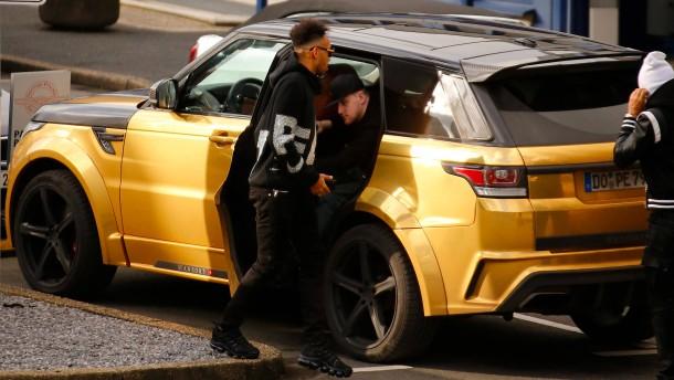 Mit der goldenen Luxus-Karosse zum Privatjet