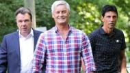 Da war er wieder da: Armin Veh (Mitte Heribert Bruchhagen links, Bruno Hübner rechts) kehrte im Sommer nach Frankfurt zurück.