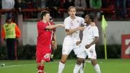 Danny Rose (rechts) wird in Serbien rassistisch beleidigt - und vom Schiedsrichter als einziger bestraft