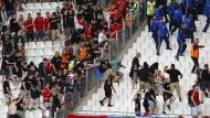 Randale von Ungarn-Fans im Stadion