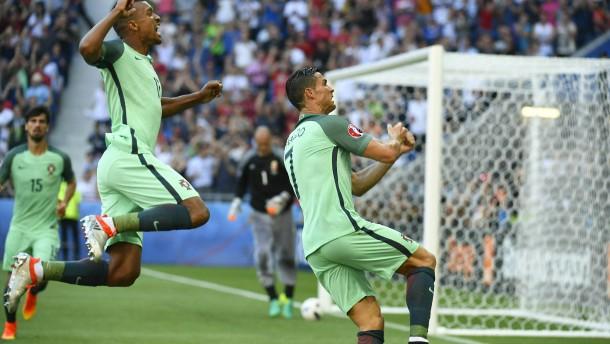 Portugal rettet sich ins Achtelfinale