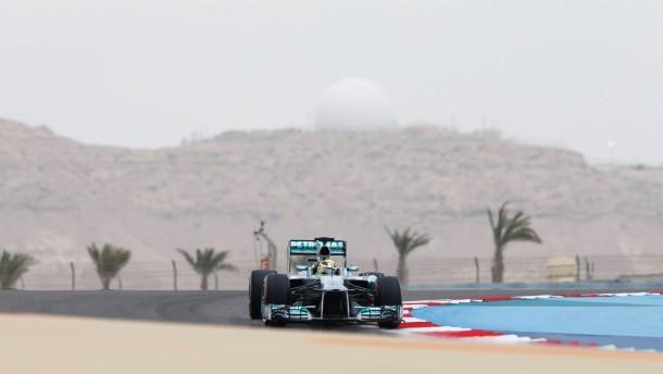 Rosberg startet vor Vettel