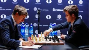 Wer holt sich den WM-Titel – Sergej Karjakin (links) oder Magnus Carlsen?