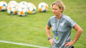 DFB verlängert mit Bundestrainerin Voss-Tecklenburg