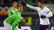 Nur einer strahlt: Kevin Mirallas hat für Everton gegen Wolfsburg getroffen