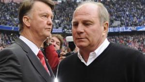 Präsident Hoeneß greift Trainer van Gaal an