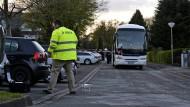 Hundert Polizisten kehren an den Tatort zurück