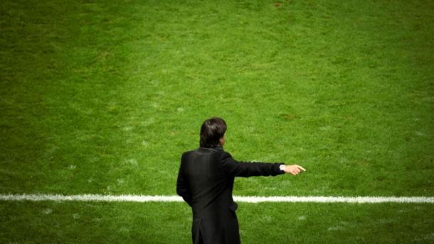 Auf eine Erklärung des Bundestrainers zur Lage der Fußball-Nationalmannschaft wird gespannt gewartet